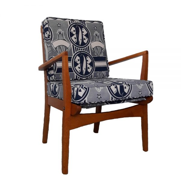 4 Aces chair navy on cotton linen for web